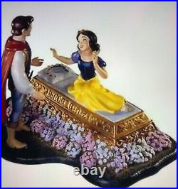 Disney WDCC Snow White and Prince A Kiss Brings Love Anew 134/1650