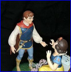 WDCC Disney A KISS BRINGS LOVE ANEW Snow White Ltd Ed 1650 figure No damage