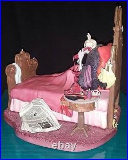WDCC-IT'S THAT DE VIL WOMAN! -Cruella Bed-101 Dalmatians-DEALER DISPLAY-WithBOX&COA