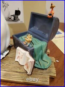 Walt Disney Classics Story Book CINDERELLA Isn't it Lovely Figurine in box